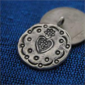 wholesale silver heart disk charm